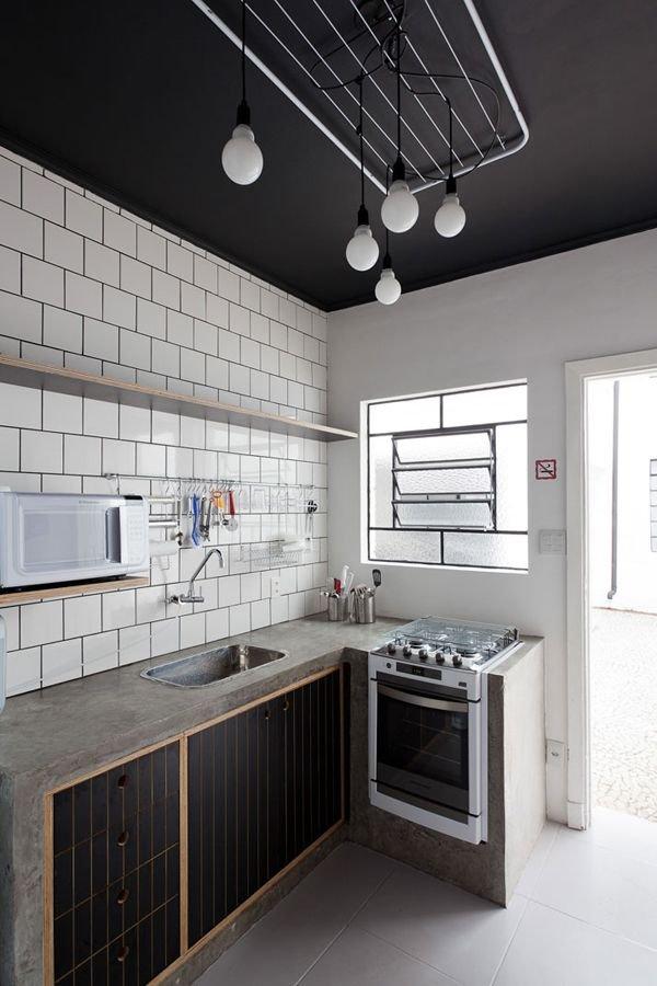 Фотография: Кухня и столовая в стиле Лофт, Советы, Ремонт, Потолок, Ремонт на практике – фото на INMYROOM