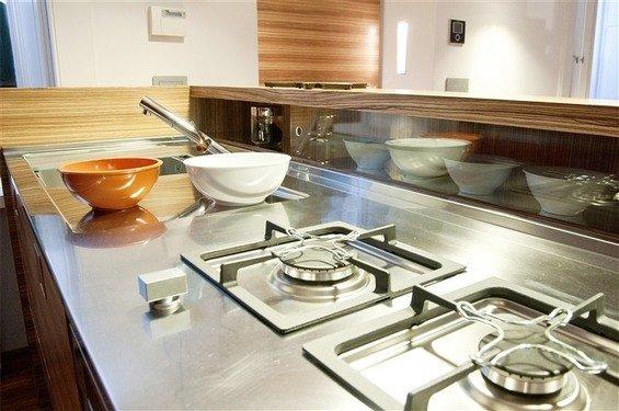 Фотография: Кухня и столовая в стиле Современный, Дом, Цвет в интерьере, Дома и квартиры – фото на InMyRoom.ru