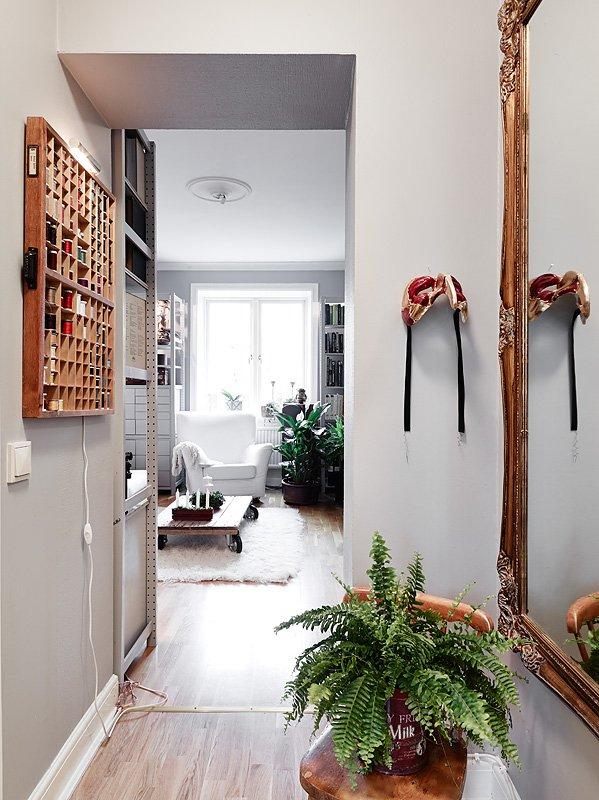 Фотография: Прихожая, Декор в стиле Скандинавский, Малогабаритная квартира, Квартира, Цвет в интерьере, Дома и квартиры, Белый, Гетеборг, 2 комнаты, 40-60 метров – фото на InMyRoom.ru