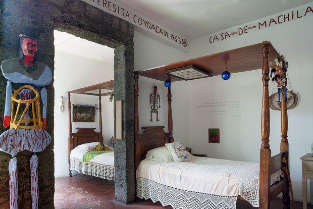 Фотография: Спальня в стиле Прованс и Кантри, Декор интерьера, Дом, Голубой, Мексика, Дом и дача, Мехико, Фрида Кало – фото на INMYROOM