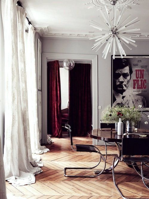Фотография: Гостиная в стиле Скандинавский, Декор интерьера, Декор, Прочее, Советы, кирпичная стена в интерьере, современный интерьер в квартире старого фонда, метлахская плитка в интерьере, лепнина в интерьере – фото на INMYROOM