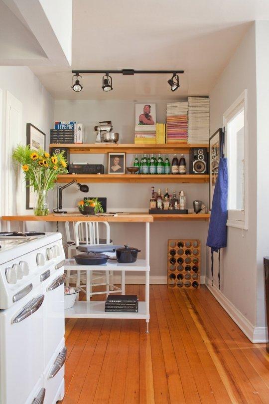 Фотография: Кухня и столовая в стиле Скандинавский, Интерьер комнат, Полки – фото на INMYROOM