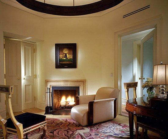 Фотография: Гостиная в стиле Классический, Современный, Дома и квартиры, Интерьеры звезд, Ар-деко – фото на INMYROOM
