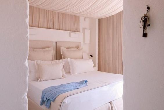 Фотография: Спальня в стиле Современный, Дома и квартиры, Городские места, Отель, Подсвечники – фото на INMYROOM