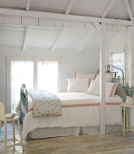 Фотография: Спальня в стиле Прованс и Кантри, Декор интерьера, Дом, Дом и дача, как оформить маленький дом – фото на INMYROOM