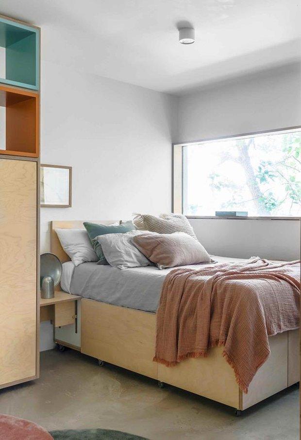 Фотография: Спальня в стиле Минимализм, Декор интерьера, Белый, Серый, до 40 метров – фото на INMYROOM