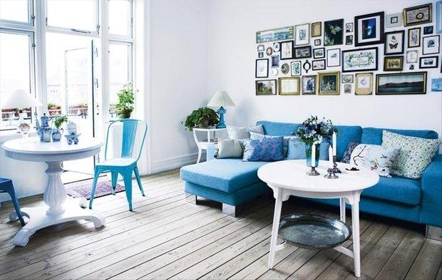 Фотография: Гостиная в стиле Скандинавский, Декор интерьера, Дизайн интерьера, Цвет в интерьере, Белый, Синий, Серый – фото на INMYROOM