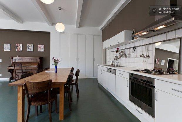 Фотография: Гостиная в стиле Скандинавский, Декор интерьера, Квартира, Дома и квартиры, Airbnb – фото на INMYROOM