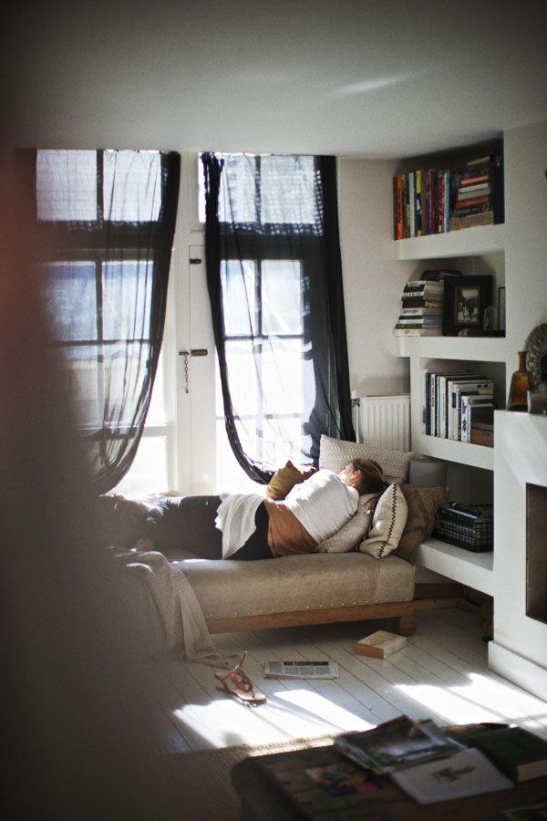 Фотография: Прочее в стиле , Хранение, Стиль жизни, Советы, Мансарда, Подоконник – фото на INMYROOM