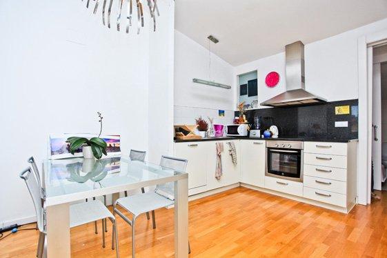 Фотография: Кухня и столовая в стиле Скандинавский, Современный, Квартира, Цвет в интерьере, Дома и квартиры, Белый, Барселона – фото на INMYROOM