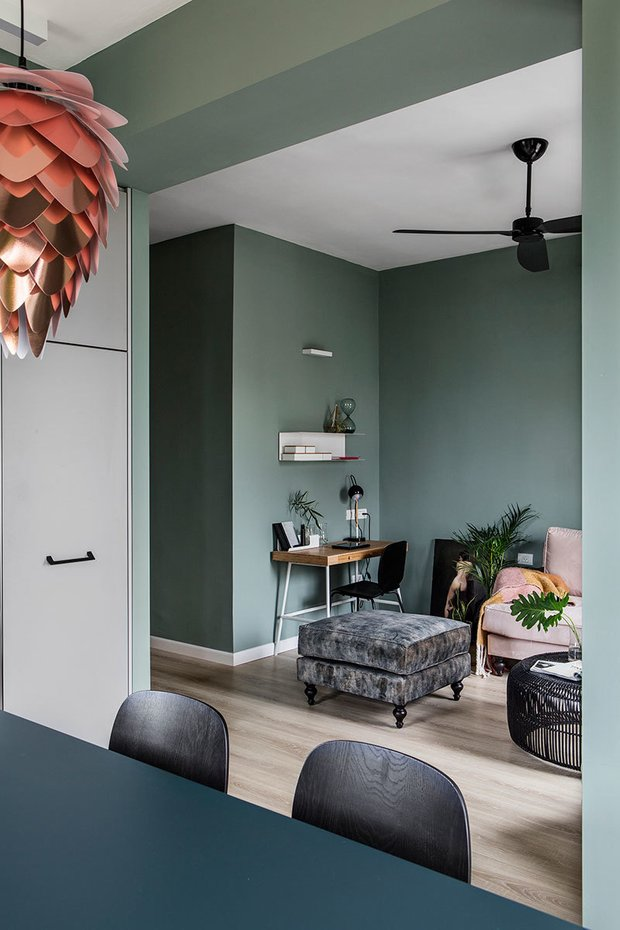 Фотография: Гостиная в стиле Скандинавский, Декор интерьера, Квартира, Зеленый, Розовый, 3 комнаты, 60-90 метров – фото на INMYROOM