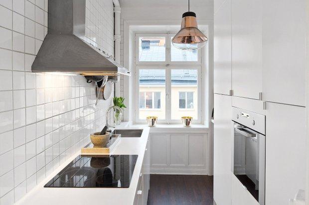 Фотография: Кухня и столовая в стиле , Скандинавский, Малогабаритная квартира, Квартира, Цвет в интерьере, Дома и квартиры, Белый – фото на InMyRoom.ru