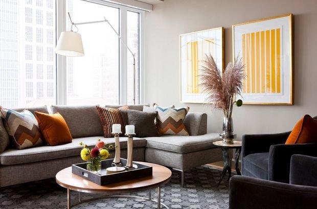 Фотография: Кухня и столовая в стиле Скандинавский, Гостиная, Декор интерьера, Квартира, Студия, Дом, Мебель и свет, угловой диван в интерьере – фото на INMYROOM