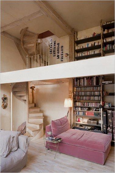 Фотография: Гостиная в стиле Прованс и Кантри, Дом, Дома и квартиры, Лестница – фото на INMYROOM