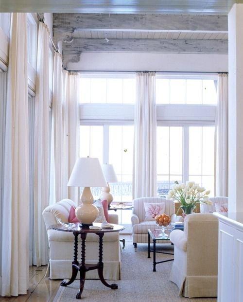 Фотография: Гостиная в стиле Прованс и Кантри, Скандинавский, Декор интерьера, Текстиль, Окна – фото на INMYROOM