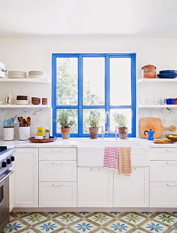 Фотография: Кухня и столовая в стиле Прованс и Кантри, Квартира, Советы, Ремонт на практике, как покрасить пластиковое окно, пластиковое окно, пластиковые окна, декор пластикового окна – фото на INMYROOM