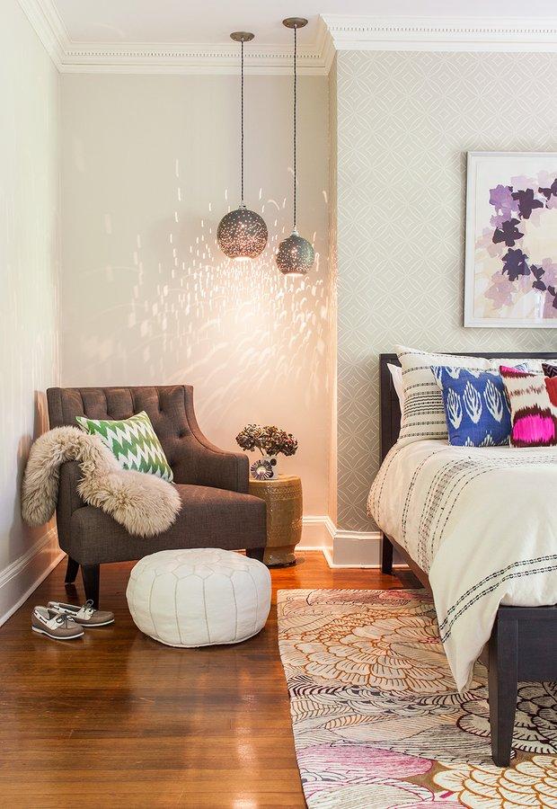 Фотография: Спальня в стиле Прованс и Кантри, Эклектика, Декор интерьера, Мебель и свет, Советы, Белый, как оформить пустой угол, пустой угол в квартире – фото на INMYROOM