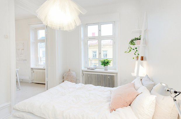Фотография: Спальня в стиле Скандинавский, Современный, Малогабаритная квартира, Квартира, Цвет в интерьере, Дома и квартиры, Белый – фото на INMYROOM