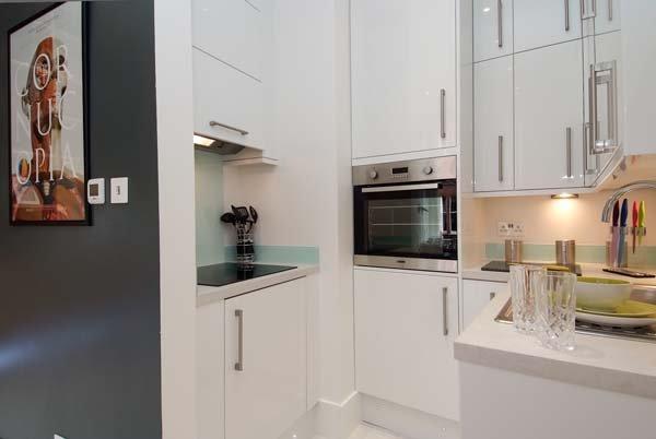 Фотография: Кухня и столовая в стиле Современный, Декор интерьера, Малогабаритная квартира, Квартира, Дома и квартиры, Лондон, Квартиры – фото на INMYROOM