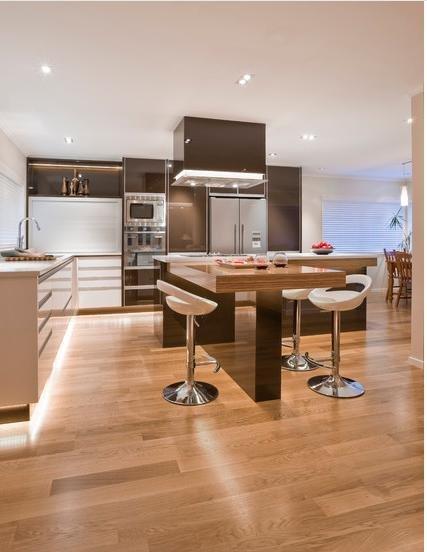 Фотография: Кухня и столовая в стиле Современный, Хай-тек, Квартира, Мебель и свет, Советы – фото на INMYROOM