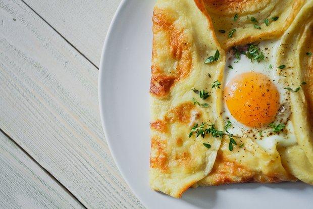 Фотография:  в стиле , Завтрак, Выпекание, Кулинарные рецепты, Тесто, Легкий завтрак, 30 минут, Завтраки, Готовит KitchenMag, Европейская кухня, Вкусные рецепты, Домашние рецепты, Пошаговые рецепты, Новые рецепты, Рецепты с фото, Как приготовить быстро?, Как приготовить вкусно?, Просто – фото на INMYROOM