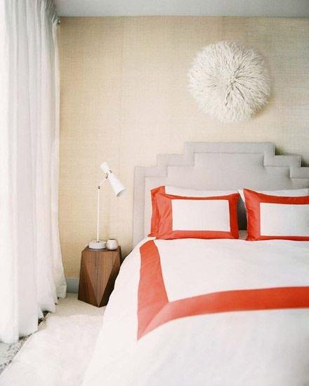 Фотография: Спальня в стиле Минимализм, Декор интерьера, Квартира, Аксессуары, Советы, чем украсить пустую стену, идеи декора пустой стены – фото на INMYROOM