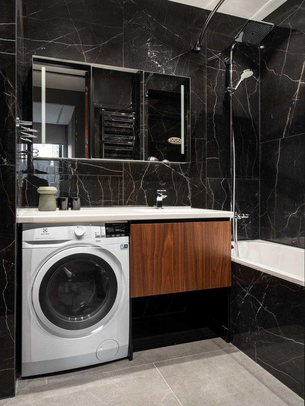 Фотография:  в стиле , Ванная, Гид, черный цвет в ванной – фото на INMYROOM