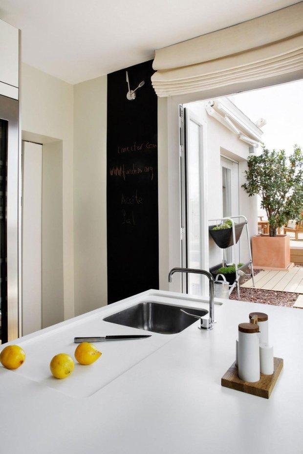 Фотография: Кухня и столовая в стиле Лофт, Современный, Эклектика, Квартира, Дома и квартиры, Минимализм – фото на INMYROOM