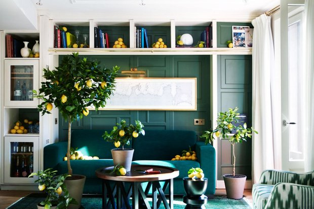 Фотография: Гостиная в стиле Прованс и Кантри, Декор интерьера, Дизайн интерьера, Цвет в интерьере, Черный, Желтый, Синий, Серый – фото на INMYROOM