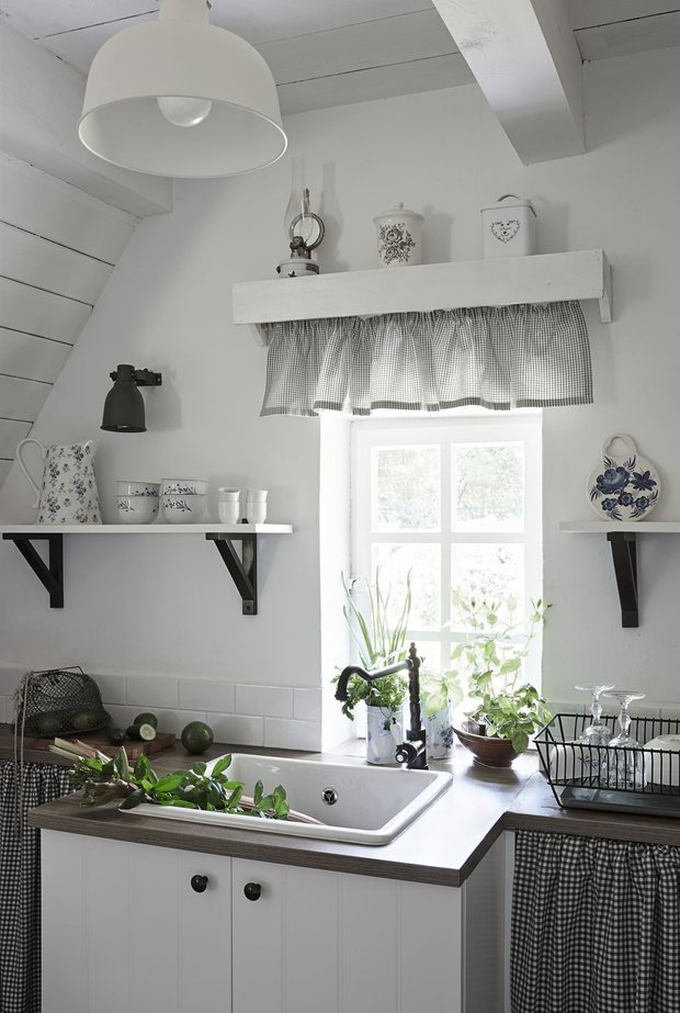Фотография: Кухня и столовая в стиле Прованс и Кантри, Дача, Польша, Дом и дача – фото на INMYROOM