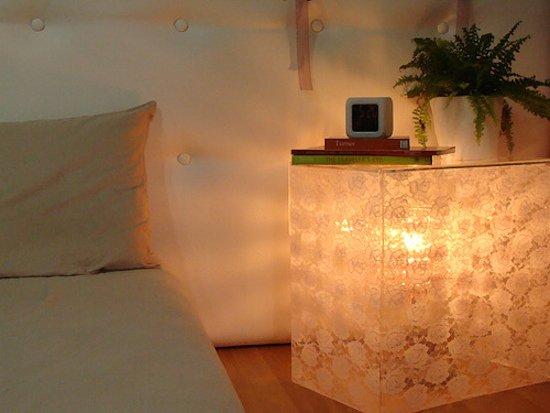 Фотография: Спальня в стиле Современный, Декор интерьера, Мебель и свет, Стол – фото на INMYROOM