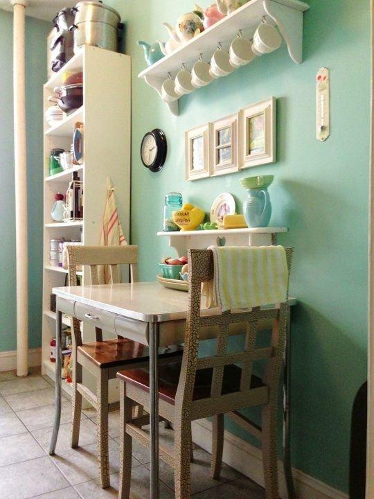 Фотография: Кухня и столовая в стиле Прованс и Кантри, Интерьер комнат, Полки – фото на INMYROOM