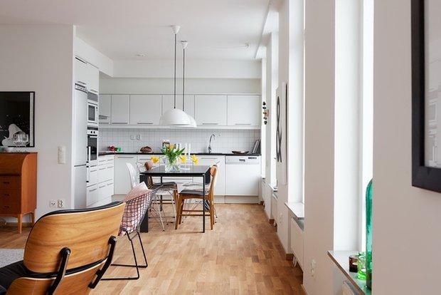 Фотография: Кухня и столовая в стиле Скандинавский, Малогабаритная квартира, Квартира, Австралия, Цвет в интерьере, Дома и квартиры, Белый, Ретро – фото на INMYROOM