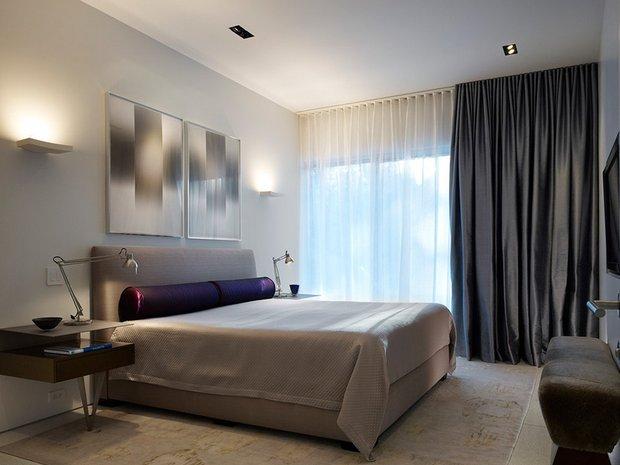 Фотография: Спальня в стиле Хай-тек, Декор интерьера, Текстиль, Шторы – фото на INMYROOM