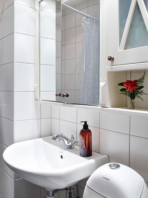 Фотография: Ванная в стиле Скандинавский, Малогабаритная квартира, Квартира, Цвет в интерьере, Дома и квартиры, Белый, Гетеборг, 2 комнаты, 40-60 метров – фото на InMyRoom.ru