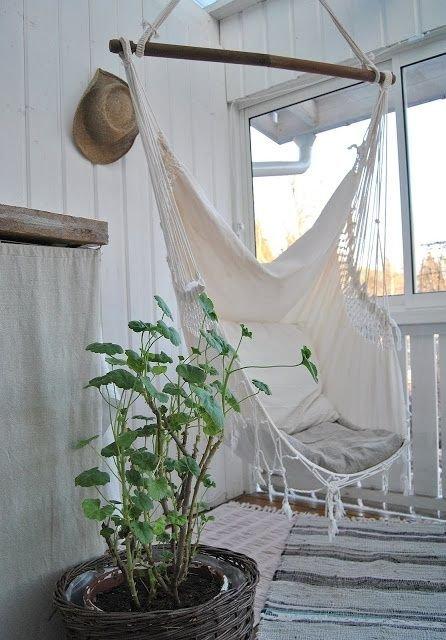 Фотография: Балкон в стиле Скандинавский, Прованс и Кантри, Квартира, Декор, Советы, как обустроить открытый балкон, городской балкон, открытый балкон, идеи для открытого балкона – фото на INMYROOM