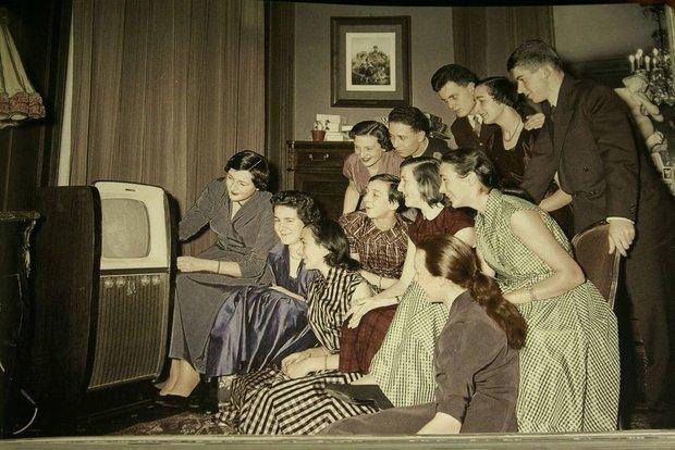 Фотография:  в стиле , Гид, LOEWE, телевизор, история телевизора – фото на INMYROOM