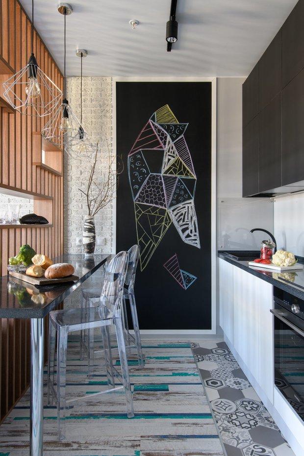 Фотография: Кухня и столовая в стиле Современный, Советы, Гид, хранение в квартире, однушка – фото на INMYROOM