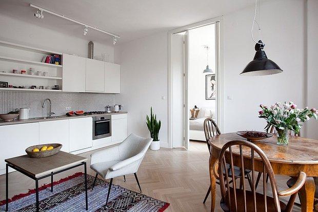 Фотография: Кухня и столовая в стиле Скандинавский, Лофт, Квартира, Цвет в интерьере, Дома и квартиры, Белый, Стена – фото на INMYROOM