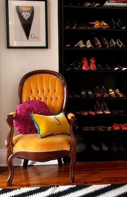 Фотография: Ванная в стиле Классический, Прихожая, Советы, хранение обуви, идеи хранения обуви – фото на INMYROOM