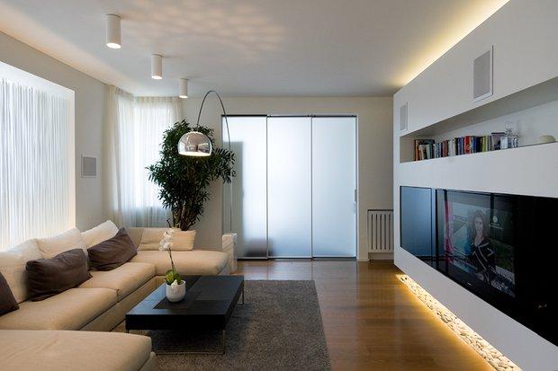 Фотография: Гостиная в стиле Современный, Освещение, Интерьер комнат, Тема месяца, Люстра – фото на INMYROOM