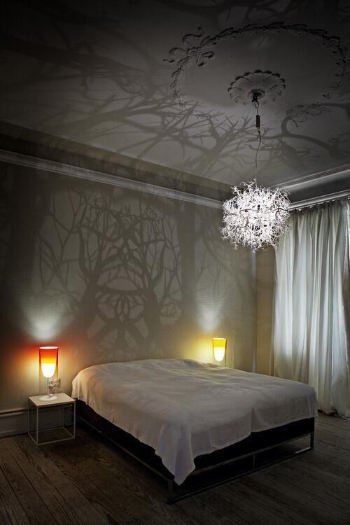 Фотография: Спальня в стиле Скандинавский, Классический, Декор интерьера, DIY, Мебель и свет, Советы, Люстра – фото на INMYROOM