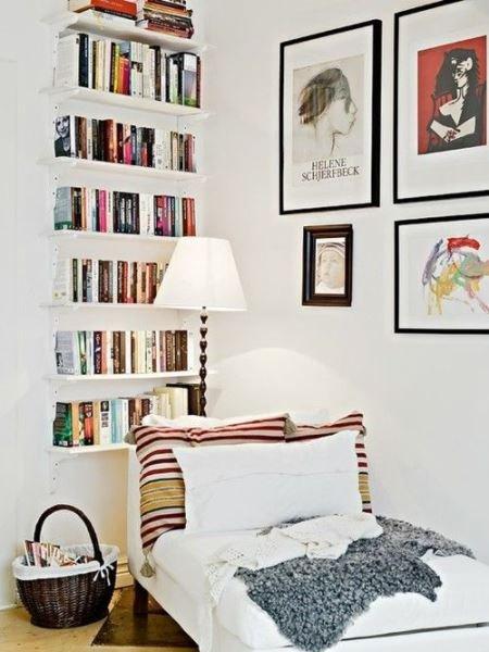 Фотография: Мебель и свет в стиле Скандинавский, Декор интерьера, Декор, Домашняя библиотека, как разместить книги в интерьере, книги в интерьере – фото на InMyRoom.ru