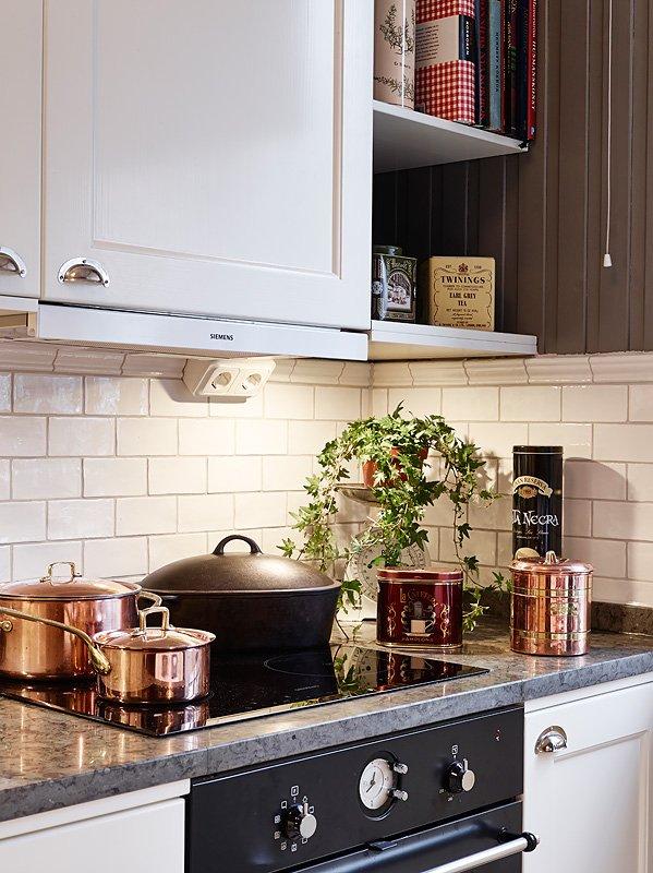 Фотография: Кухня и столовая в стиле Скандинавский, Малогабаритная квартира, Квартира, Цвет в интерьере, Дома и квартиры, Белый, Гетеборг, 2 комнаты, 40-60 метров – фото на INMYROOM