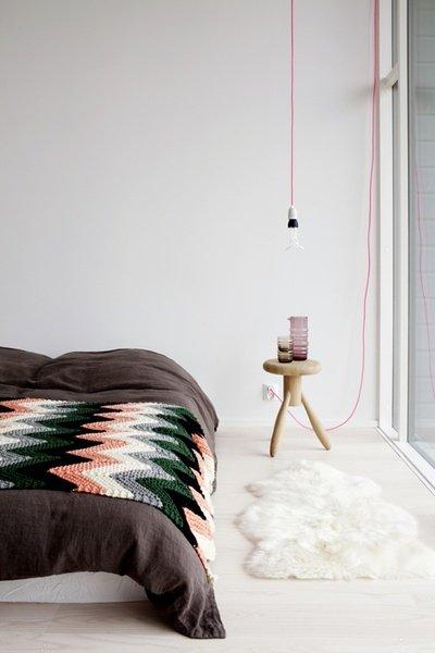 Фотография: Спальня в стиле Скандинавский, Декор интерьера, Швеция, Декор дома, Цвет в интерьере, Белый – фото на INMYROOM