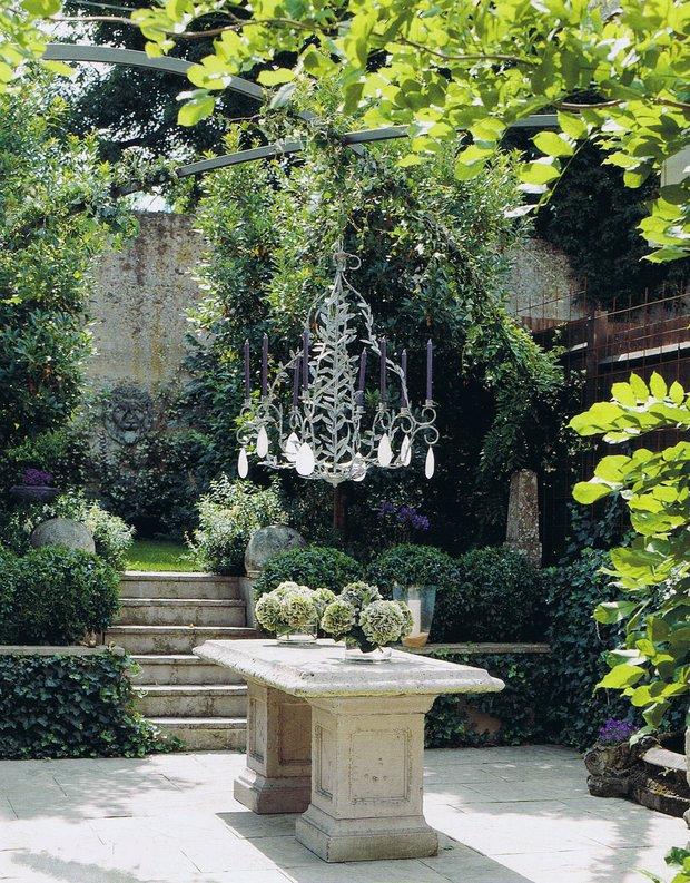 Фотография:  в стиле , Ландшафт, Мебель и свет, Дом и дача, как осветить дачный участок, как выбрать фонари для сада – фото на INMYROOM