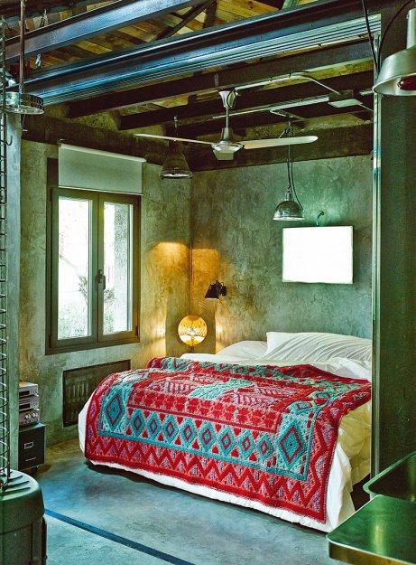 Фотография: Спальня в стиле Лофт, Дома и квартиры, Интерьеры звезд, Индустриальный – фото на INMYROOM