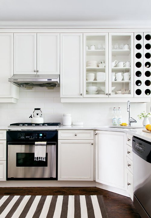 Фотография: Кухня и столовая в стиле Классический, Современный, Декор интерьера, Дом, Цвет в интерьере, Дома и квартиры, Желтый – фото на INMYROOM