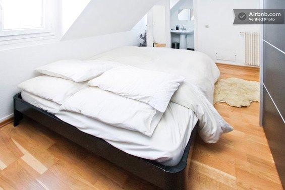 Фотография: Спальня в стиле Современный, Минимализм, Декор интерьера, Малогабаритная квартира, Квартира, Дома и квартиры, Airbnb – фото на INMYROOM