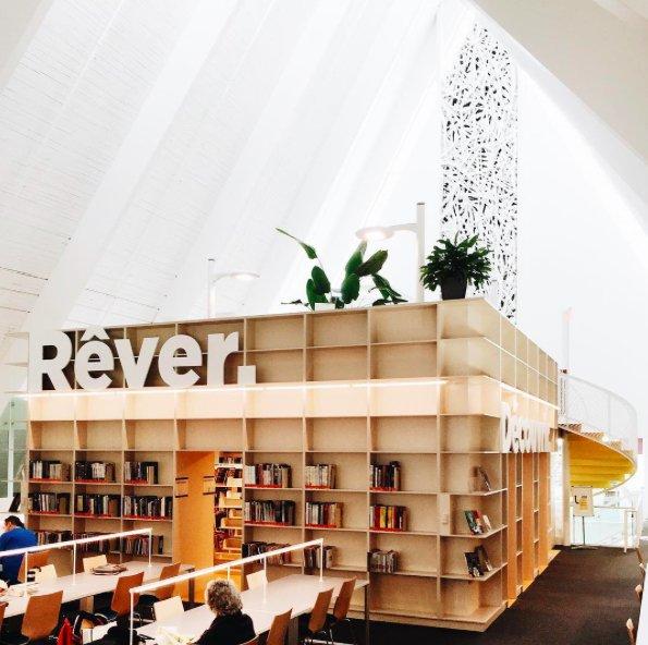 Фотография:  в стиле , Советы, Гид, дизайн-хэштеги, дизайн библиотеки, дизайн прихожей, дизайн лестницы, дизайн входной двери, дизайн кафе – фото на INMYROOM